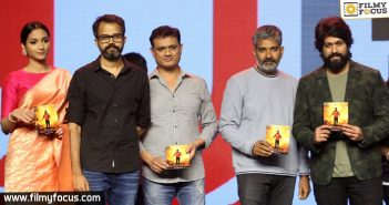 rajamouli-about-kgf-movie-at-pre-release-event5