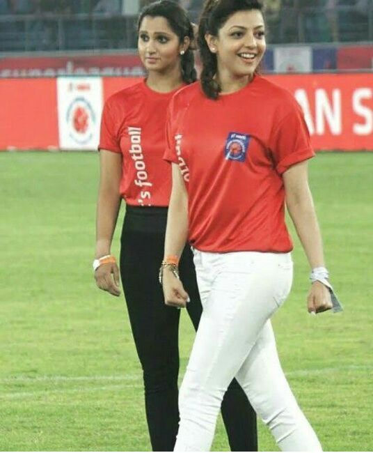 14-kajal-rare-pic-with-sania-mirza-at-sports-event