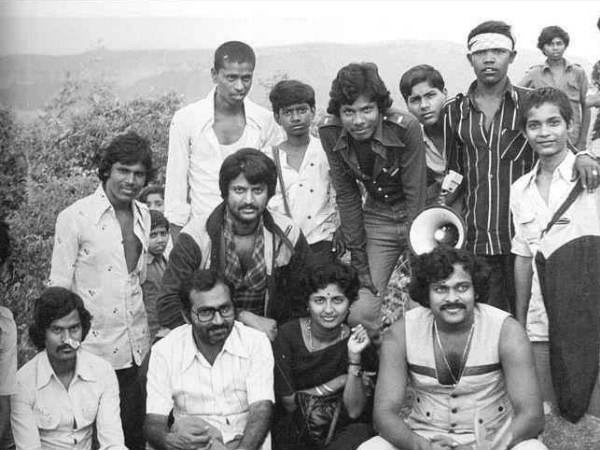 11-chiranjeevi-earlier-days-rare-pic-with-mohan-babu-and-others