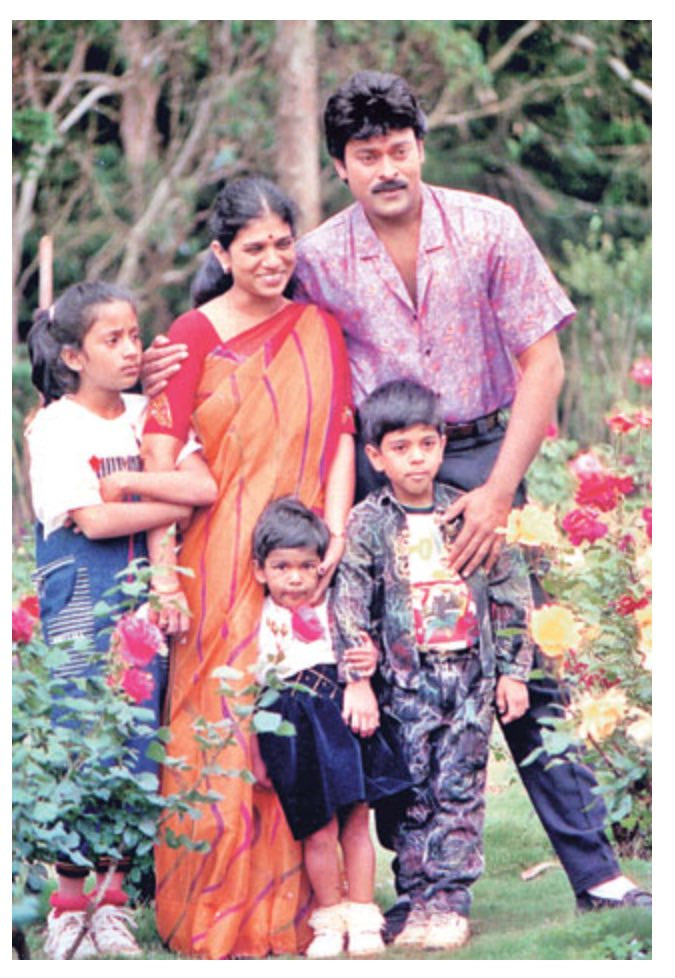 33-lovely-and-rare-pic-of-chiru-and-surekha-with-their-kids